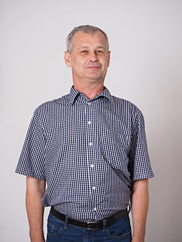 Mitarbeiter Jacek Wojcieszyński Frontansicht